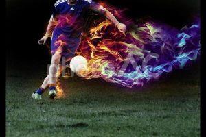 キックする瞬間のサッカー選手