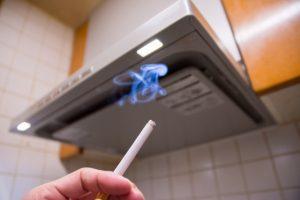 燃えている紙巻きたばこ